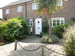 Little Chequers is a pretty pet friendly cottage , sleeps 3. close to Aldeburgh