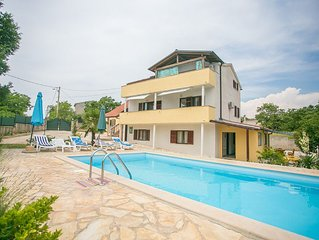Pet friendly and spacious villa with 5 bedrooms and large garden