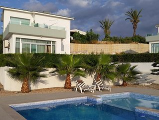 Village Location with Stunning Sea/Pool Views- 3 minutes walk from restaurants