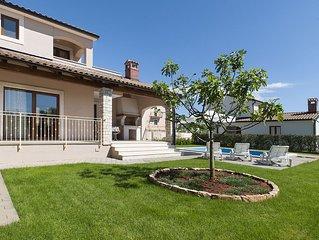 Beautiful pet-friendly villa with swimming pool