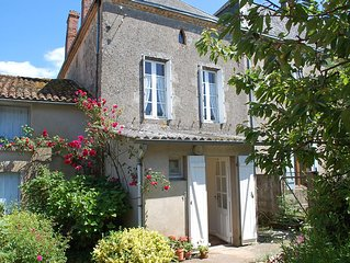 Charming Spacious Sunny Cottage with Courtyard and pretty garden.