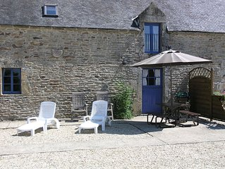 Orchard Cottage, sleeps 4 with Shared Heated Pool in Beautiful Rural Setting