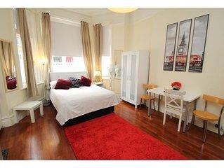 Large Studio Apartment West Kensington Sleeps 2 comfortably & 3 maximum
