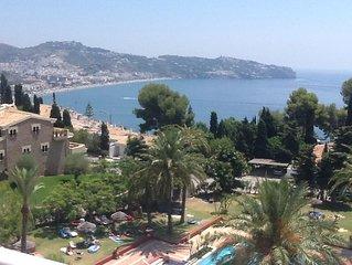 Apartment with Exclusive Pool, excellent views of La Herradura Bay.