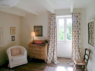 Beautifully presented cottage just minutes from restaurants, shops and bars