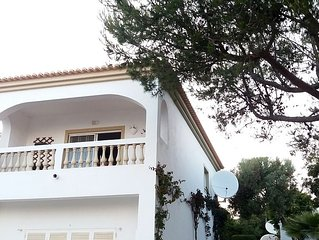 Spacious apartment with stupendous ocean views, 200 m from beach