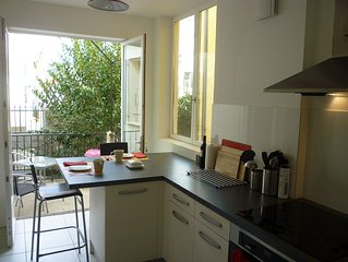 2 Bed apartment, sleeping 4-6 in central Ceret with beautiful mountain views