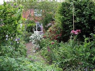 Rowan Cottage, Ideal Holiday Accommodation in Glastonbury, Somerset