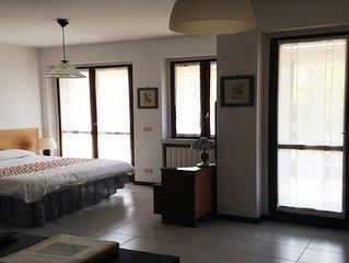 Mario Parry Apartment 2 - studio apt in quiet residential area near vineyards