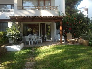 'Shalmar', waterfront apartment with pool, 5 min walk to beach, stunning views