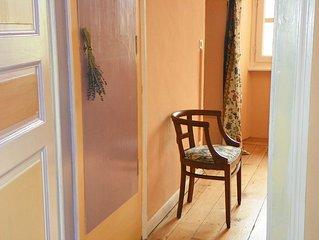 Apartment in Green. private kitchen, private bathroom. Orange