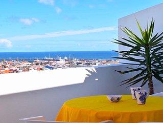 Apartamento muito acolhedor, virado a nascente, excelente vista sobre o mar.