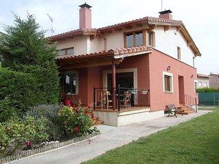 Casa Rural Cuarenta y Ocho Luces, 4 estrellas, a 10 km de Burgos