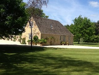Small country Cottage in 4 acres of Parkland. Towels and Linen Provided.