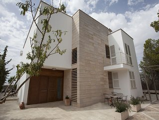 Modern luxury villa with swimming pool 10+2 guests