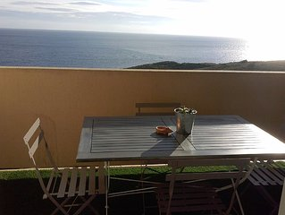 appartement contemporain, climatise tout confort, vue imprenable sur la mer