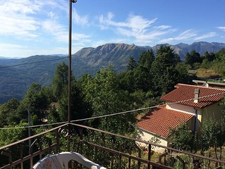 Villetta sulle montagne lucchesi