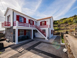 Holiday home Adega Pedra do Lagar, by the sea and mountain, a place for family