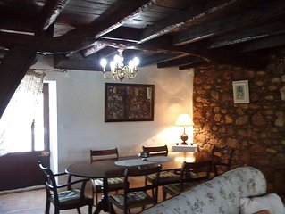 Renovated farmhouse on the edge of the apple orchard in Alagoa, Arganil 1.5 kms