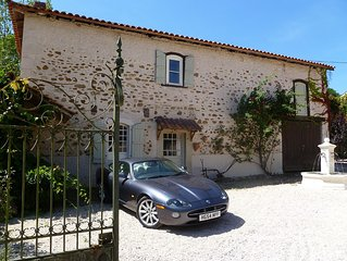 Lovely peaceful French Farmhouse cottage close to all ameneties and  mountains