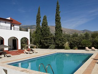 House large capacity from 8 to sleeps 12 with private pool and free WiFi