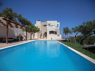 Villa Veghera - Holiday Villa with Pool just 2km from sandy beach!