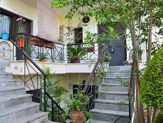 Nice & friendly three-storey house very close to the airport