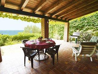 VILLETTA TRA GLI ULIVI: • Wi-Fi • giardino privato • portico • panorama stupendo