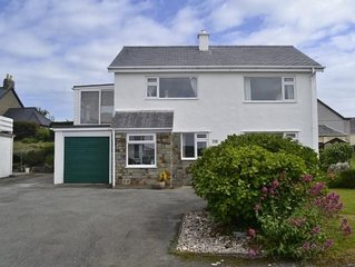 HOLIDAY HOME AT BWLCHTOCYN, 5-MINS DRIVE FROM SEA