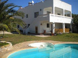 Chalet con  piscina y jardin privado,a 300 m. del mar y con WiFi