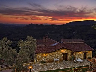 Villa 'Cesoni View', pool and breathtaking view on Roman countryside