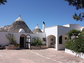 Beautiful trullo with private pool in rural setting - family friendly, sleeps 6