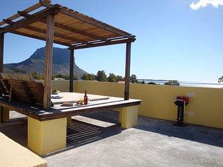 Studio 1 Romantic Unesco Ocean & Mountain views 3K to stunning world class beach