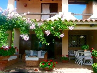 Baja Sardinia, Costa Smeralda. Delightful villa few steps from the beach