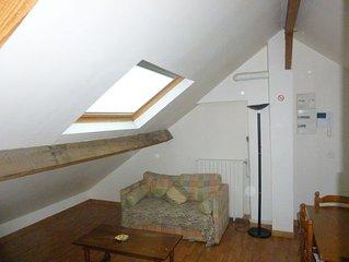 Appartement dans petit immeuble / rue Pavillonnaire