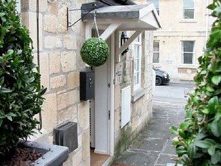 The Old Smithy Loft, Luxury 4-star Gold Apartment, Bath City Centre, Sleeps 4