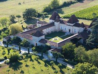 Chateau Viticole du 17eme siecle ( Cedar Cottage )