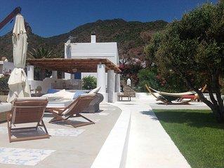 Esclusiva villa a Panarea con accesso privato al mare