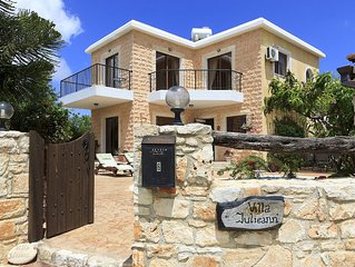 Accommodation with Private Pool and Stunning Sea and Mountain Views