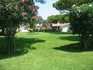 Paestum: Cottage in green park with swimming pool and football pitch