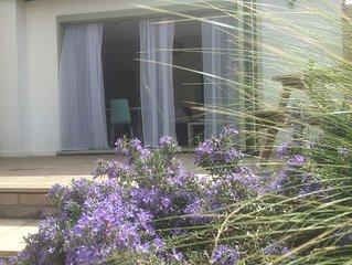 Serviced City Centre garden apartment with carport close to ARM & Addenbrooke's