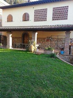 Villa indipendente rustico con loggiato e giardino in Toscana a Capannoli