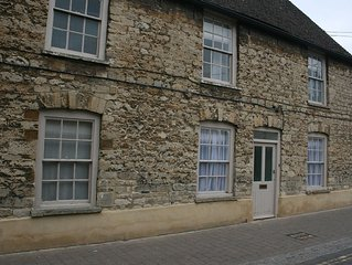 A modenised 1720's Cotswold Stone Cottage in the centre of Woodstock Town