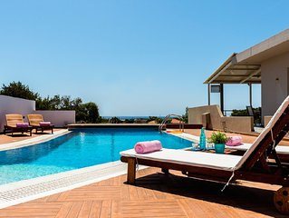 Sea View Villa in a tranquil place, 350m from the beach. Private pool, BBQ,Wi-Fi