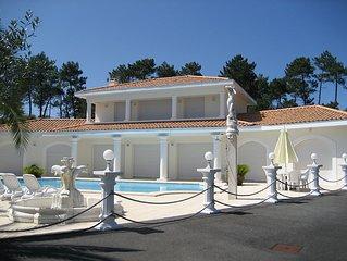 villa standing av piscine privee securisee pres de BIARRITZ