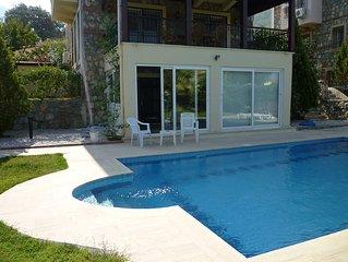 Detached Villa, Swimming Pool, Garden, A/C, Wi-fi sleeps 6