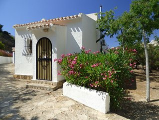 Bungalow With Pool, Private Garden And Air-Conditioning