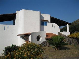 Villa Liliana :  2 + 2 posti letto, vista panoramica, a 200 mt. dal mare.