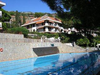 Trilocale con vista mare e piscina