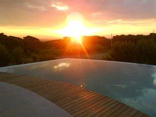 Casa com Jardim, 900m da Praia do Guincho, InfinityPool, Vista Mar, Serra Sintra